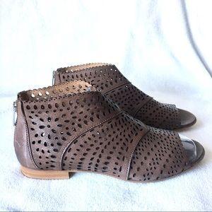 Cordani italy flat sandals brown 7.5